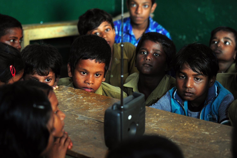 inde : 05/09/2014, des écoliers rassemblés pour écouter le discours du premier ministre à l'occasion de la journée de l'enseignant