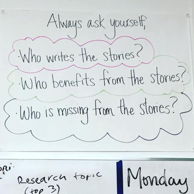 esukudu-conseil-enseignante-eleves-narration-noire-appropriation-culturelle